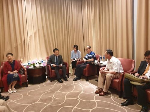 韩驻华大使与抗日英雄后人座谈