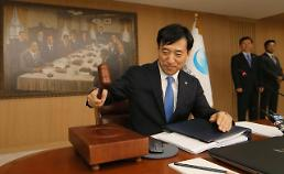 .韩国央行将基准利率下调至1.5% 经济增长预期下调至2.2%.