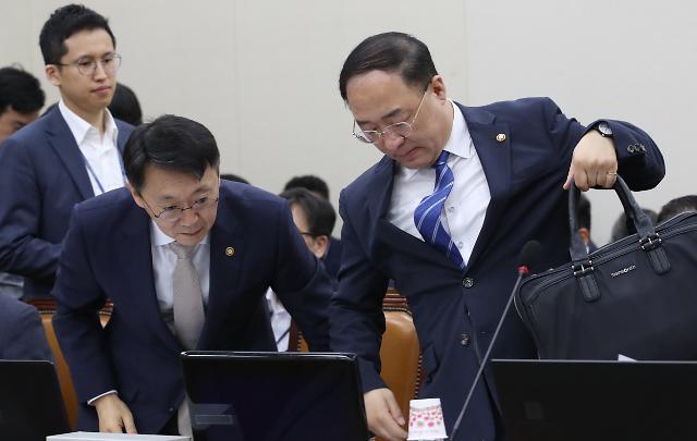 """여야, 기재위서 日대응 공방전…""""추경 시급"""" vs """"뚜렷한 대책 없어"""""""