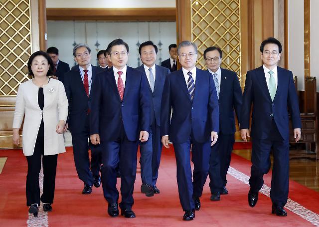 韩总统文在寅会见五大党首 共商应对日本限贸