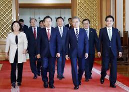 .韩总统文在寅会见五大党首 共商应对日本限贸.