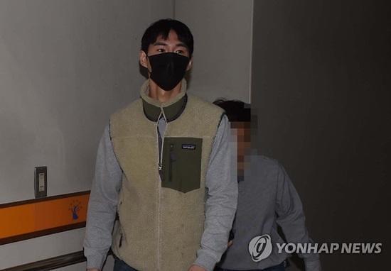 """""""체중감량 된다더니""""…유명 유튜버 밴쯔, 허위·과장 광고 혐의로 징역 6개월"""