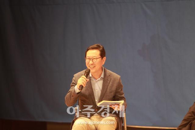 [포토] 문정인 특보 초청 콘서트 사회 보는 김한정 의원