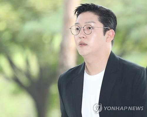 """구하라 전 남친 최종범 폭행·몰카 혐의 부인... """"동의 받은 것"""" 주장"""