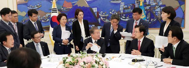 文在寅:对日派特使系韩日对话协商之后话