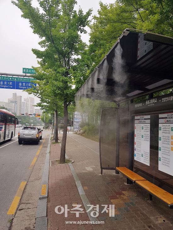 군포시, 버스정류장 시원한 안개 생성...무더위 피해 줄여