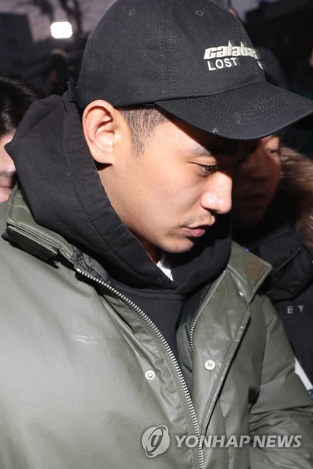 """""""고개 푹 숙이고""""...'마약 투약' 정석원 2심, 검찰 징역 3년 구형"""
