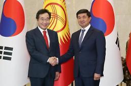 .韩企亮起了吉尔吉斯斯坦农水产品、交通等进军绿灯 韩·吉尔吉斯总理举行会谈.