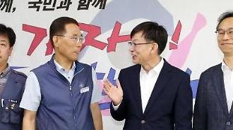 """김상조, 한국노총 찾아 """"최저임금 결정, 보완책 준비 중"""""""