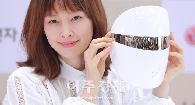 [포토] 배우 이나영, LG 프라엘 플러스 출시기념 팬사인회 참석