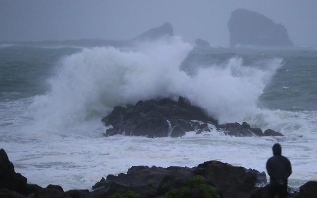[포토] 태풍 다나스가 몰고 온 파도