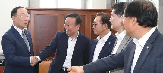 정부 日 대응 추경 증액 추진… 일본산 대체품 할당관세 검토