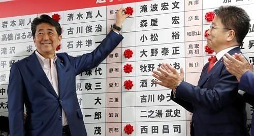 아베, 개각으로 개헌 시동...사회보장제도 개혁 착수