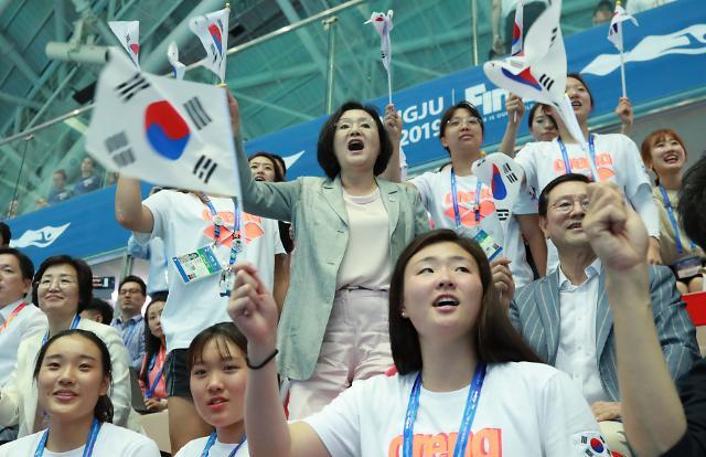 [포토] 열띤 응원하는 김정숙 여사