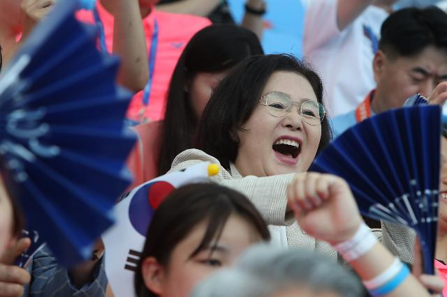 [슬라이드 화보] 김정숙 여사 대∼한민국…광주세계수영 1박2일 응원