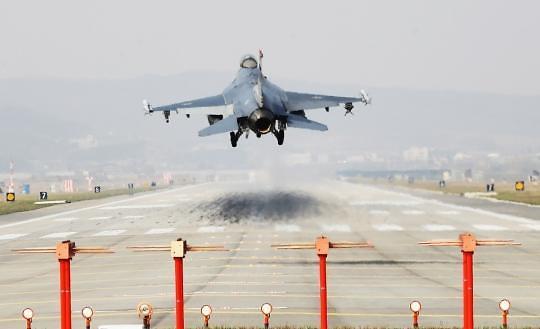 러시아·중국 군용기, 공군 F-15K 경고사격에도 카디즈 재진입
