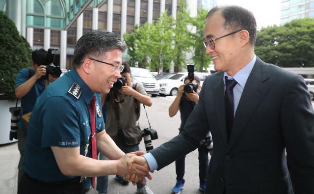[포토] 민갑룡 청장 찾은 문무일 총장