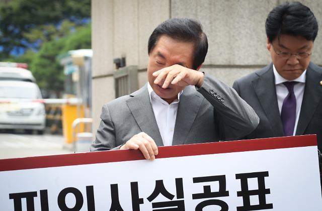 [슬라이드 화보] 남부지검 앞에서 1인시위 하는 김성태 의원
