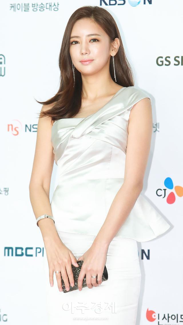 남편 때문에 상처받는 女스타들...김나영 박한별 이어 이태임까지