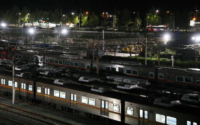 5시간 멈췄던 서울 지하철 4호선 '명확한 원인 밝혀진 것 없어'