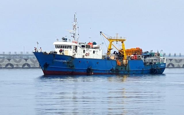 [포토] 속초항 입항하는 북 억류 샹 하이린 호