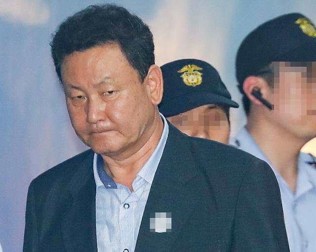 MB 재산관리인 이영배 징역형 확정...허위 급여 받은 MB 처남댁은 재판중