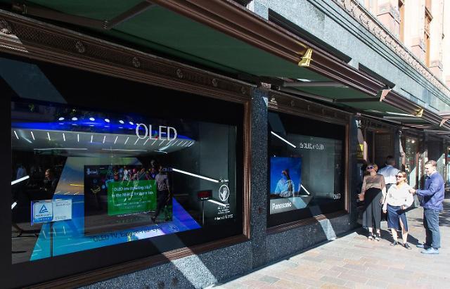 LG디스플레이, 영국 왕실 전용 백화점 해롯서 OLED TV 선보인다