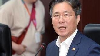 """성윤모 산업부 장관, 日 경제보복에 """"정부와 업계 한 몸처럼 움직여야"""""""