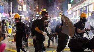 홍콩 시위·총파업에 도시 마비…공항 활주로 폐쇄에 버스도 멈췄다