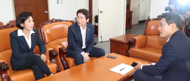 국회 운영위, 일본 경제보복·北발사체 공방예고