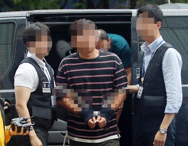 '윤소하 협박소포' 진보단체 간부, 구속적부심 출석...취재진 피해