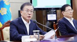 President Moon visits promising small company to offer words of encouragement