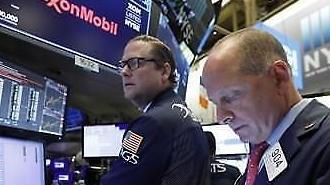 Chứng khoán Mỹ lo sợ một cuộc khủng hoảng giống sự kiện ngân hàng đầu tư Lehman Brothers sẽ bùng nổ.