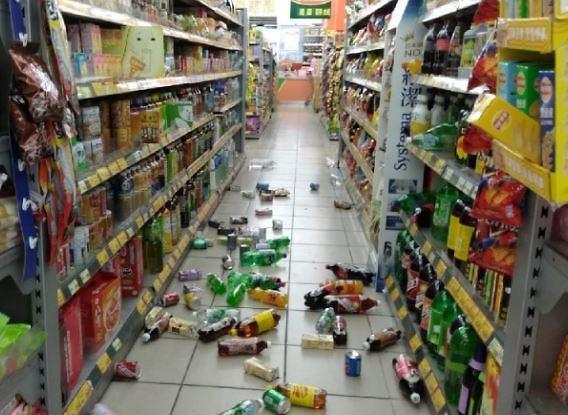 """[슬라이드 화보] 대만 지진 피해 현장…""""집안 물건 다 쏟아져"""""""