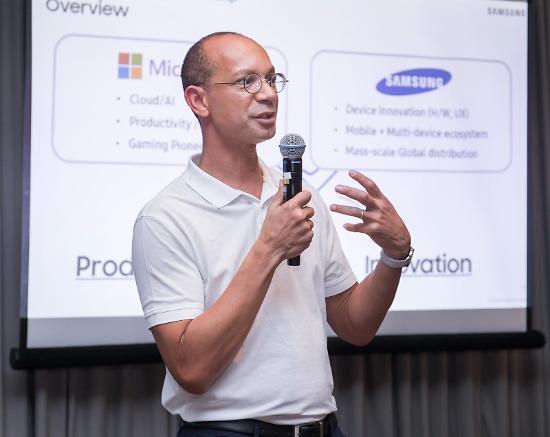 """[갤노트10 공개] 윈도10과 자유자재로 연결...""""MS와 새로운 경험 제공할 것"""""""