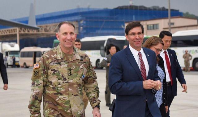 美国防长埃斯珀抵韩
