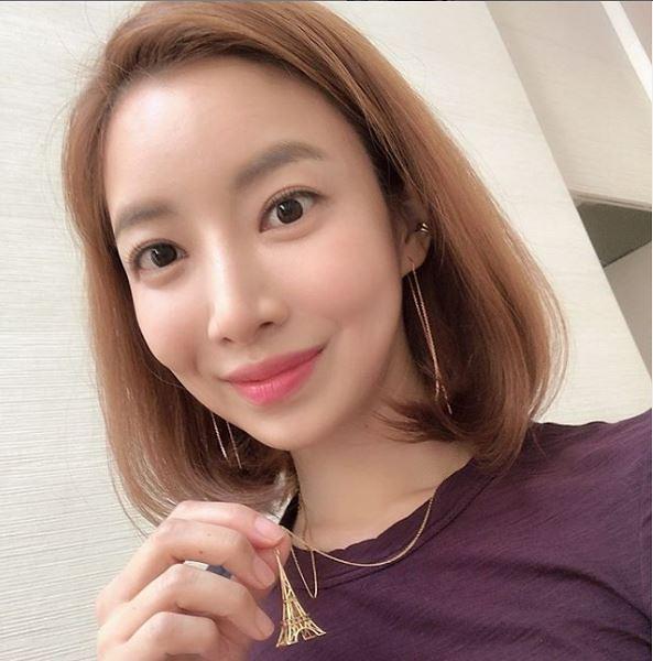 """[슬라이드 #SNS★] """"40대 맞아?""""…윤세아, 나이 잊은 방부제 미모"""