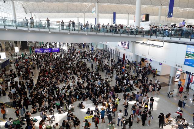 10주째 이어진 홍콩시위...규모·충돌강도 축소