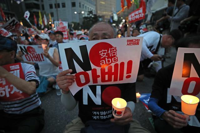 [리얼미터] 아베 도발, 문재인 대통령 지지율에 得…과반 회복
