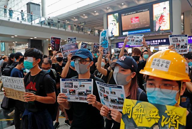 [슬라이드 화보] 분노한 시위대 홍콩 공항 점거...여객기 운항 중단