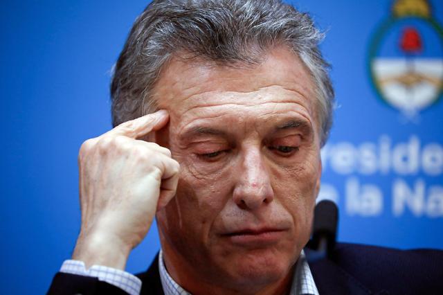 아르헨 대통령, 예비선거 완패에 복지정책 확대하나?