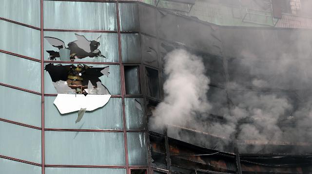 [슬라이드 화보] 광복절, 남대문오피스텔 화재 발생