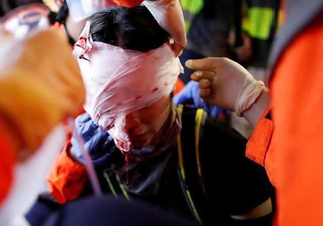 中国官媒严厉谴责香港示威者机场暴行