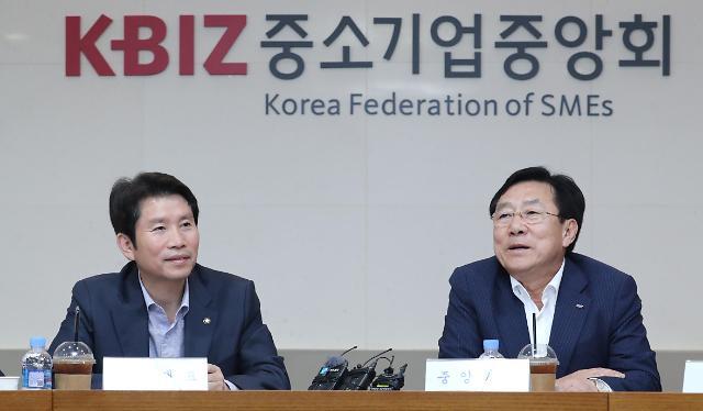 중기중앙회장 선거 앞두고 기자에게 뇌물, 김기문 회장 비서 기소