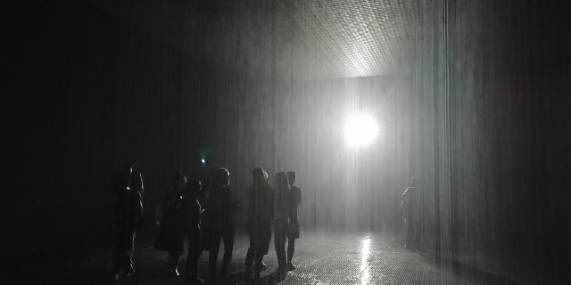 빗속에서 비 맞지 않는 '마법'...상상 그 이상의 경이로움 '레인 룸'