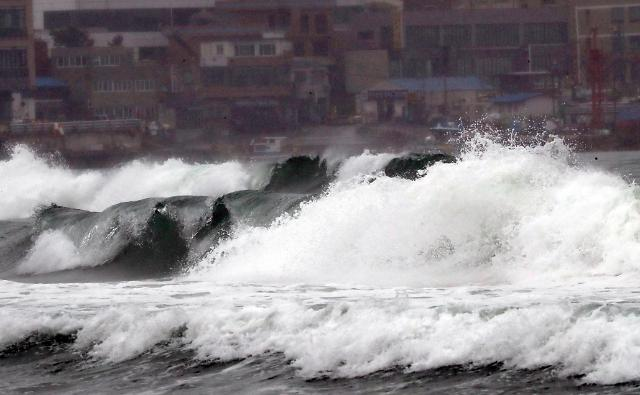 巨浪席卷海云台