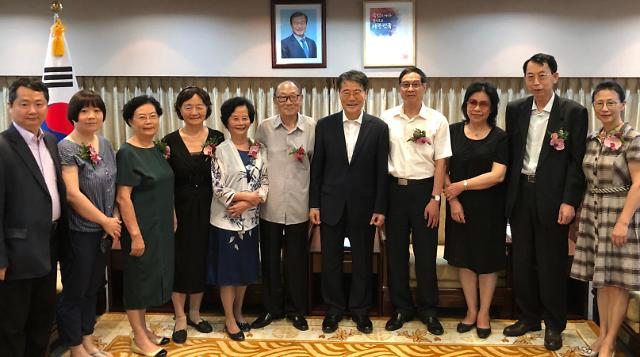 韩驻华使馆办光复纪念仪式 抗日英烈后人出席