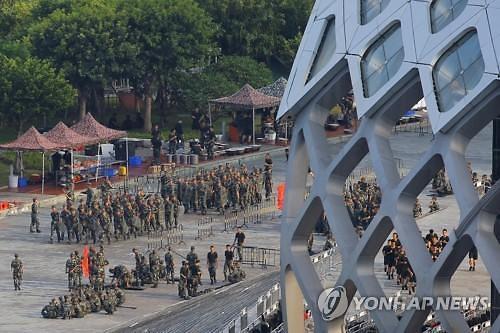 """트럼프 """"시진핑, 홍콩 시위대 직접 만나야"""" 평화적 해결 촉구"""