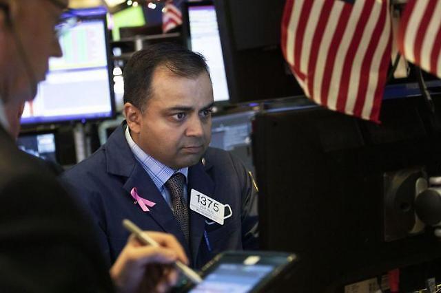 [全球股市]经济指标利好稳住暴跌势头 纽约股市混乱道琼斯指数上涨0.39%