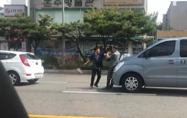 """대전서 40대 운전자, 접촉사고낸 70대 할아버지 폭행...""""제주도 카니발 난리인데"""""""